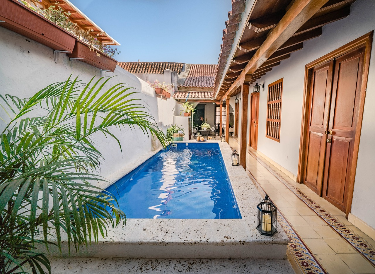 6BR Old City Colonial House