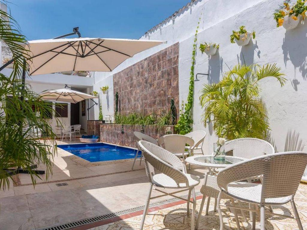 7BR Renewed Colonial Villa